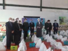 اجرای مرحله هفتم رزمایش کمک های مومنانه / توزیع ۱۷۰۰ بسته کمک معیشتی بین نیازمندان